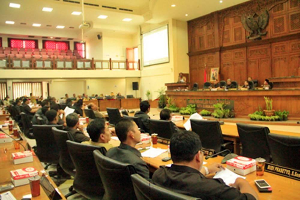 Eksekutif Ajukan Dua raperda, Legislatif Luncurkan Dua Raperda Inisiatif