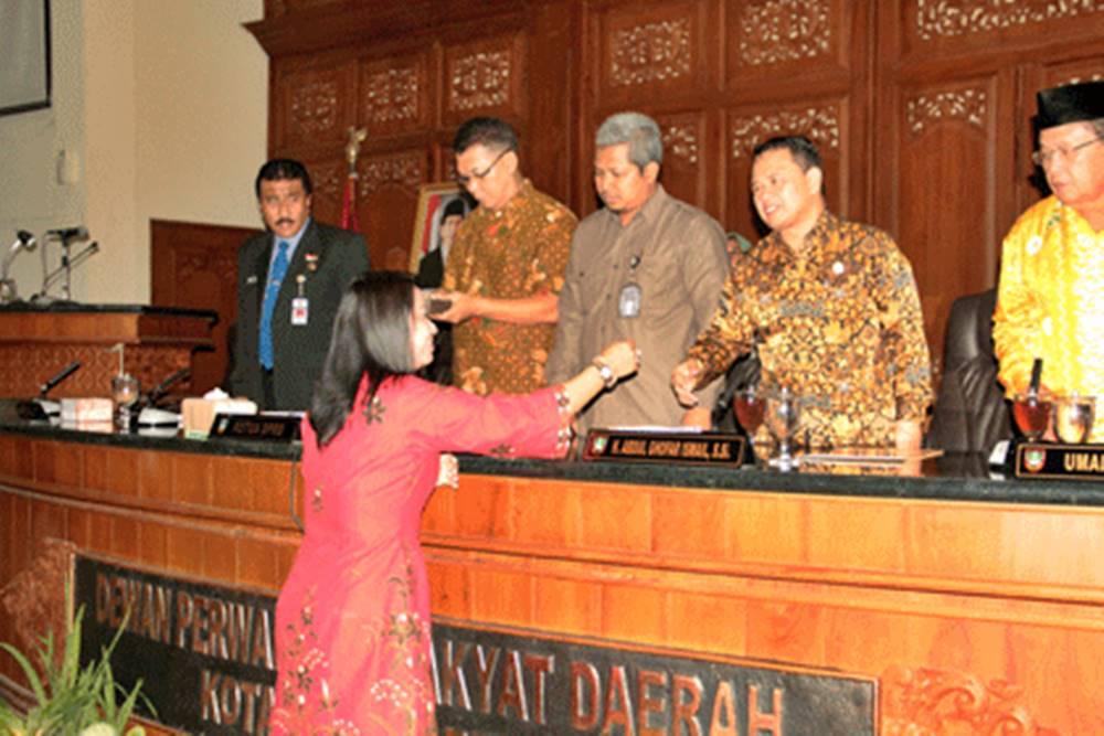 Anggota DPRD Serahkan Hasil Reses