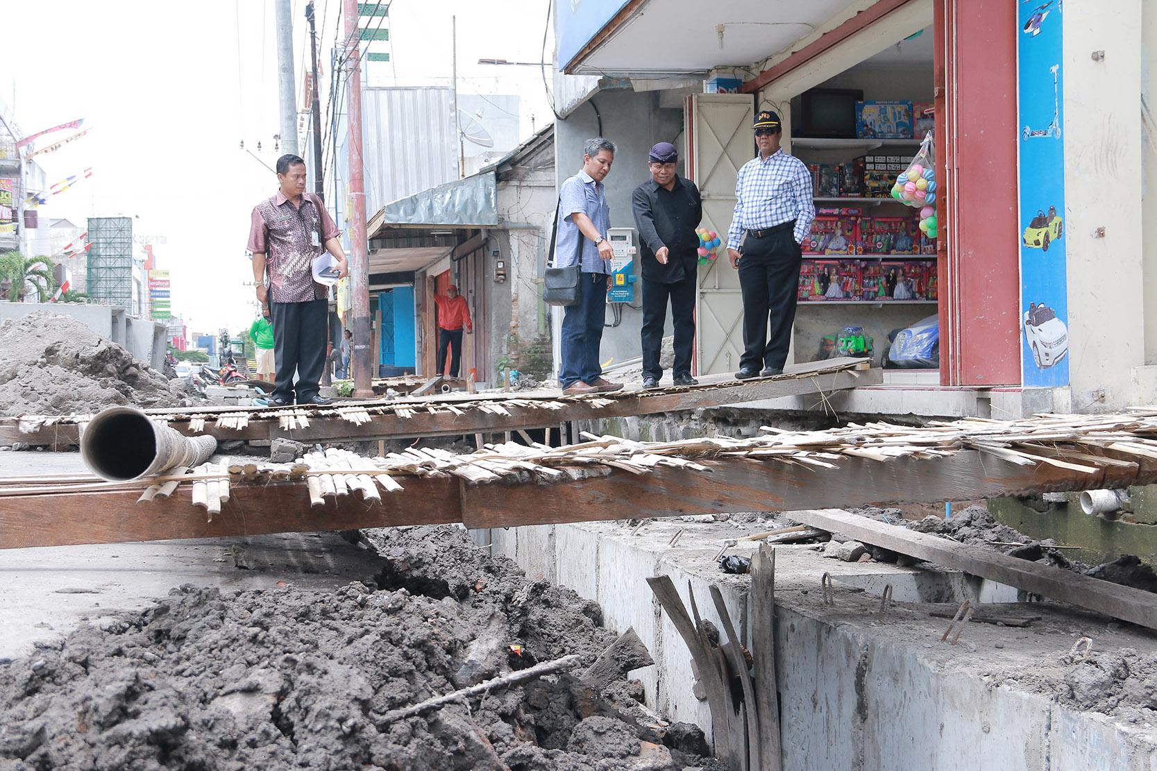 Sidak Komisi II Perbaikan Drainase