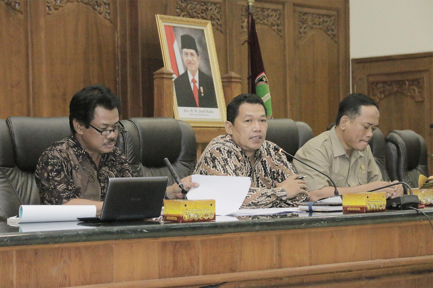 Public Hearing Raperda tentang Penyertaan Modal Pemerintah Daerah pada PDAM Kota Surakarta