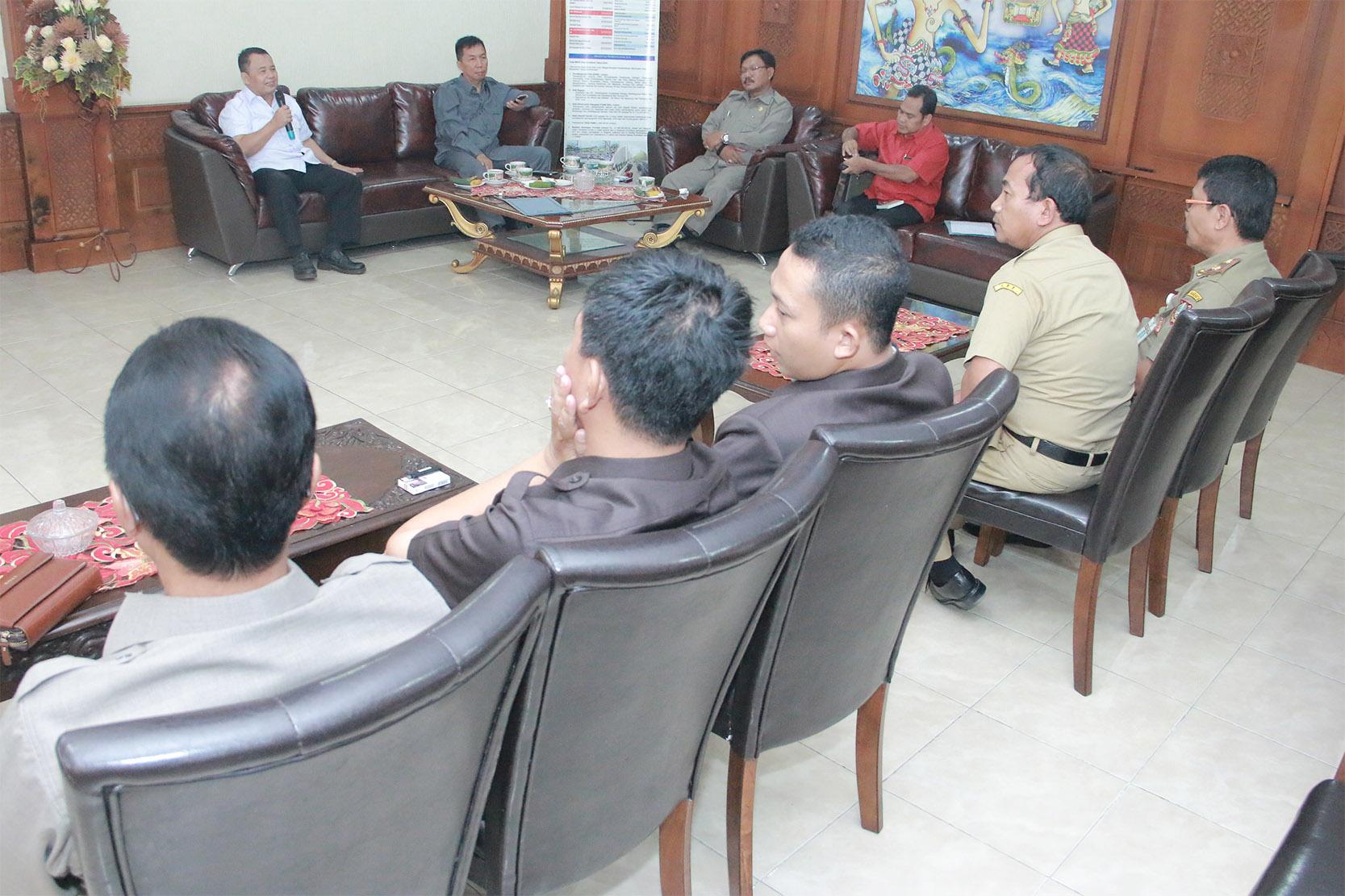 DPRD Kab Pamekasan Pelajari Pengelolaan Pasar dan PKL