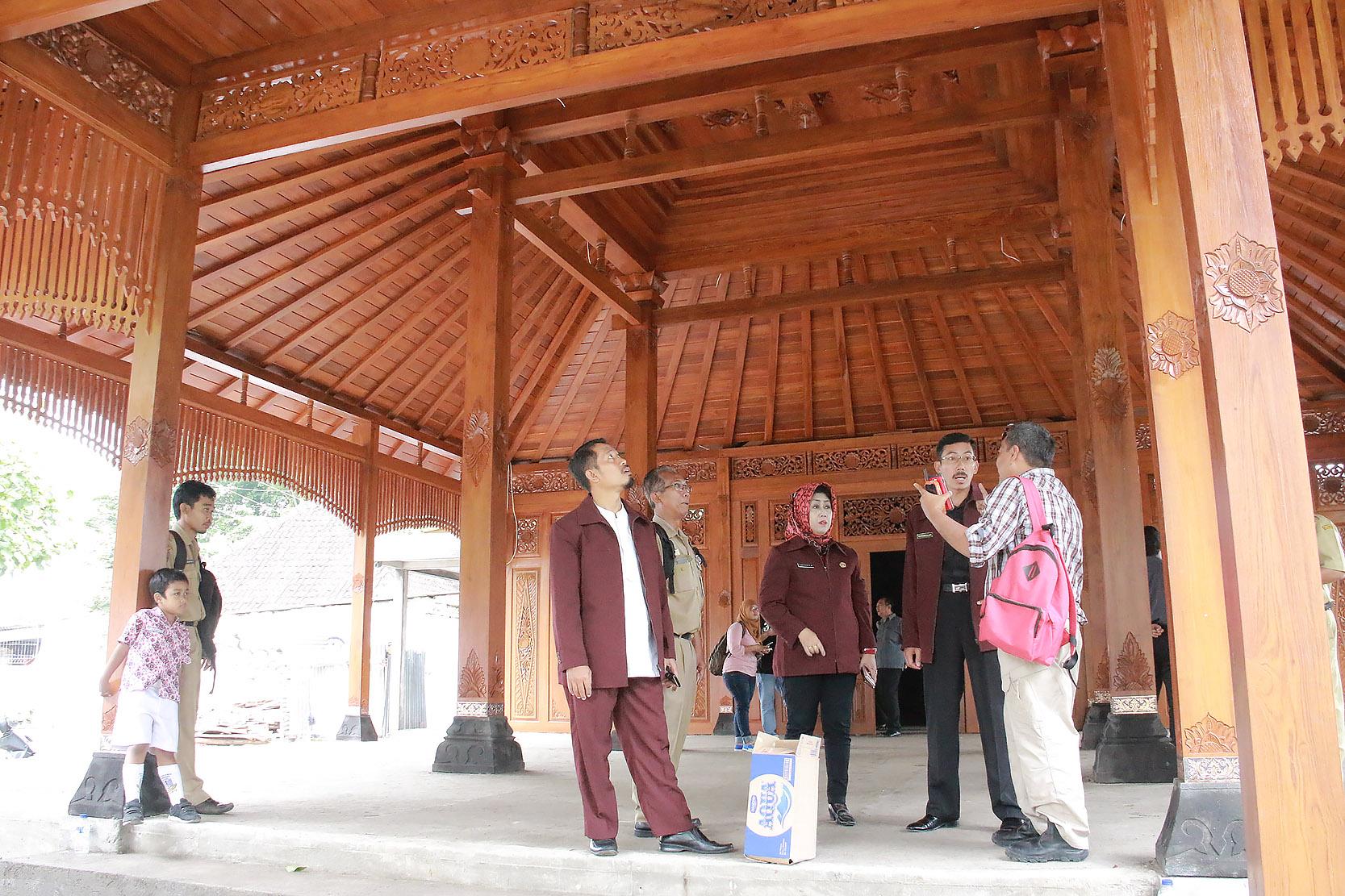 Komisi I Sidak Gedung Serbaguna Mangkubumen dan DKK