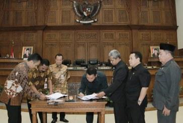 Rapat Paripurna Empat Penyertaan Modal dengan Agenda Pembahasan Laporan Pembahasan, Persetujuan Bersama, dan Sambutan Walikota