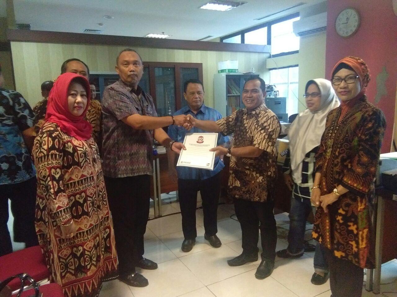 Study Comparative Panitia khusus (Pansus) Bantuan Hukum Bagi Warga Miskin DPRD Kota Surakarta