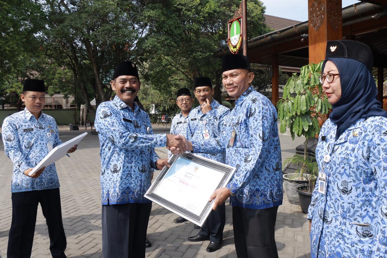 Sekretariat DPRD Kota Surakarta Menerima Penghargaan Sebagai Juara Pertama Atas Kinerja Yang Baik Dalam Penyusunan dan Penyajian Laporan Keuangan Pada Entitas Pelaporan Tahun 2017