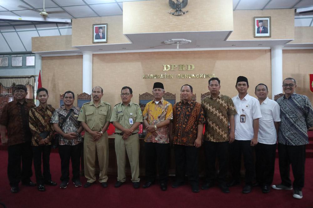 Studi Banding Bapemperda DPRD Kota Surakarta ke DPRD Kabupaten Sleman dan Gunung Kidul