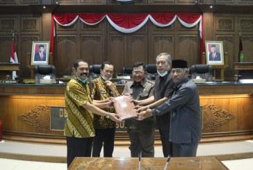 (Rapat Paripurna IV) Raperda tentang Kerjasama Pemerintah dengan Badan Usaha dalam Penyediaan Layanan Penerangan Jalan Umum Kota Surakarta
