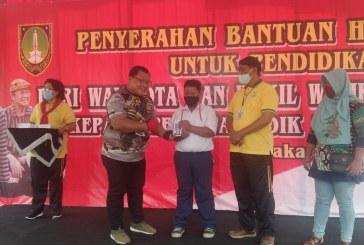 Wali Kota dan Ketua DPRD Serahkan Bantuan Ponsel ke Siswa Tidak Mampu di Solo