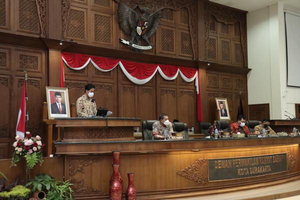 Gibran Sampaikan Nota Penjelasan Raperda Penyertaan Modal pada Bank Jateng