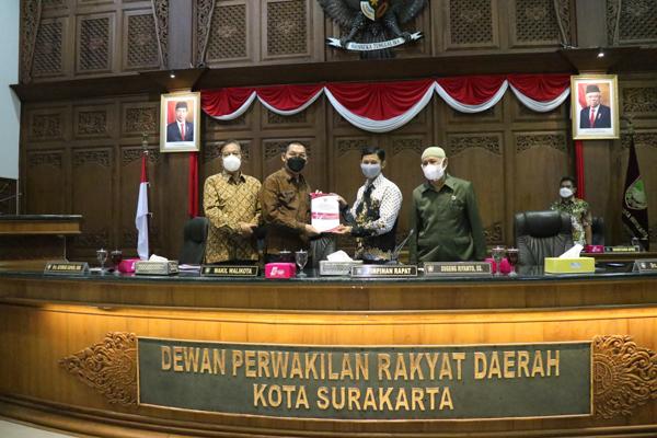Wali Kota Surakarta Sampaikan Jawaban Atas Pandangan Umum Fraksi